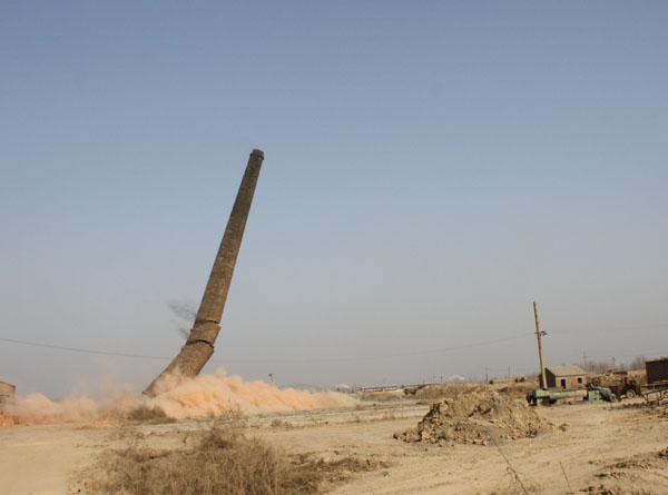 砖yan囱拆除
